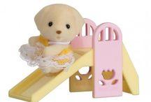 Sylvanian Families Przenośny Zestaw dla Dziecka (Piesek na Zjeżdżalni) / Wyjątkowe zabawki dla dzieci marki Sylvanian Families