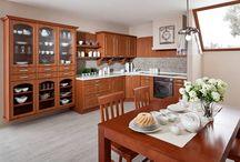 Kuchyně Classic - plánované kuchyně na míru / Moderní kuchyně jsou specifické svojí jednoduchostí a vzdušností, která zaujme na první pohled. Převládají zde moderní trendy, barvy ve vysokém lesku a prvky ze skla a hliníku, které dodávají kuchyni její nadčasový nádech.