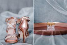 Hochzeitsfarben 2017:  Roségold Kupfer Bronze und Gold / Die warmen, metallischen Farben sind seit einiger Zeit voll im Trend und verleihen eurer Hochzeitsdekoration eine gewisse Eleganz. Die Kombination mit einem schönen Grau ist sehr angesagt und passt auch perfekt zu einer Hochzeit im Herbst.