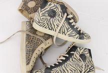 Prints / Dieren prints, streepjes, bloemetjes noem maar op de prints zijn niet weg te denken uit het straatbeeld. Een schoen met een leuke print haalt gelijk heel de outfit op!