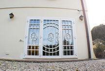 Cancelletti di sicurezza / Cancelletti in ferro realizzati su misura con attenzione allo stile della casa e a quello di strutture eventualmente già esistenti