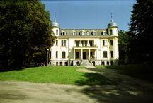 Sosnowiec Środula - Pałac Schoena / Pałac Schoena w Sosnowcu Środuli . Pałac z 1885 należący niegdyś do fabrykanckiej rodziny Schönów, wzniesiony przez Ernsta Schöna, otoczony parkiem, obecnie siedziba Muzeum w Sosnowcu.