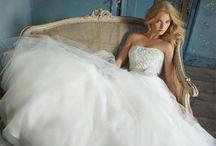 Encontre o vestido perfeito. / by Noivas.net