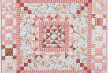 Quilts Pictures / by Carolyn Ferrandino