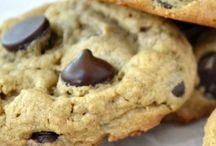 These are almost too good to be true --- no flour, no butter, and they taste like my favorite classic chocolate chip cookie! / These are almost too good to be true --- no flour, no butter, and they taste like my favorite classic chocolate chip cookie!