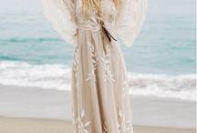 Elopement Wedding Dresses / Gorgeous wedding dresses that are perfect for an adventurous elopement wedding.