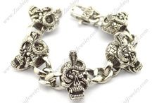 Skull Bracelet / #Skull jewelry continues to be one of the hottest trends in fashion. If you are looking for a unique addition to your jewelry wardrobe, look no further. #Zuobisi skull bracelet is the perfect choice for you.