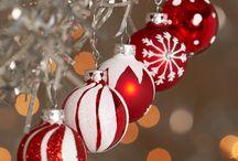 Boules de Noel modifiées / Boules décorées de facon a me donner des idées comment le faire a mon tour.  / by M-P. levesque