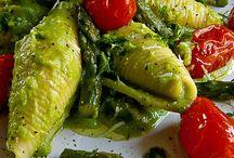Conchiglioni rigati con crema di asparagi e pomodorini al forno
