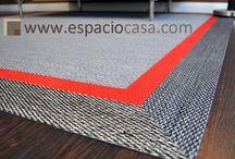 Vinilo Doble Cenefa / En Espacio Casa reinventamos constantemente y os ofrecemos algunas ingeniosas ideas para hacer tu alfombra más personal y original.  ¡Atrévete con la doble cenefa!