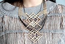 Acessórios- Regiane Ivanski / Não sei se isto acontece com você, mas tem dias que acordo inspiradíssima para reinventar o meu modo de vestir. Simplesmente amo usar a moda para vestir a alma.