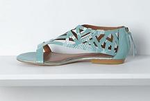 Bags & Shoes / by Elizabeth Hébert