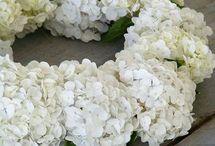 bouquets et couronne de fleurs