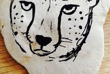 Malede sten / Det her er nogle sten, jeg har malet med nogle specielle sten-tusser ,jeg har købt i en boghandler ✒️.