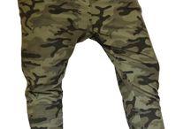Pantalone mimetico donna tuta fitness / Pantalone donna sportivo con fantasia mimetico militare. Pantalone fitness con cavallo basso, tasche, fascia elastica e laccio in vita, chiusura con bottoni.