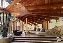 """ORGANIC ARCHITECTURE / Als organische Architektur werden Richtungen der Architektur seit der Wende zum 20. Jahrhundert zusammengefasst, die die Harmonie von Gebäude und Landschaft, eine den Baumaterialien gemäße, """"organisch"""" aus der Funktion heraus entwickelte Form sowie eine biologische, psychologische und soziale Zweckmäßigkeit der Architektur anstreben."""