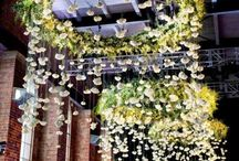 Lustre / suspension florale / Un décor tendance, naturel et poétique : le lustre végétal ou encore la suspension florale.