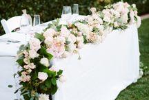 стол Молодоженов цветы
