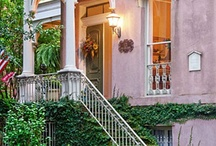 Romantic Inns in Savannah GA USA / The Association of Romantic Inns in Savannah is comprised of lovely historic homes, turned historic inns.  The small private hotels are cottages to stately mansions -- each unique in decor and offerings. Each is owned and operated by local families in Savannah Georgia USA.