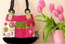 From Yarn to the Bag / Knitted and crocheted bags and purses