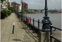 The Chelsea / The Thames / A stylish traditional sphere lantern