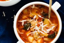 Easy Healthy Dinner Recipes Ideas / The best healthy recipe ideas that are simple enough for Monday through Friday night dinners. From chicken to vegetarian, soups, salads, and mains made for two or for the whole family, these quick recipes are the favorites of everyone at the table.