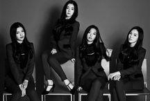 Red velvet  / Four girls under a korean musical entertainment SMTOWN .