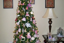 "Country Living's Christmas Tree Contest / Submit a photo of your decorated Christmas tree at countryliving.com/christmascontest. Each day, we'll post your images on this board, where you can vote for your favorite design with a ""like."" The pinner whose image gets the most ""likes"" will win a Kindle Fire HD 7 from Amazon! Contest runs through December 19, 2012.