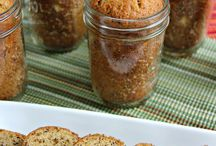 Mason Jar Meals / Great ideas for delicious meals in a jar. Make jar salads, soups, pasta dishes and more!