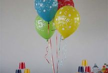 Supereroi - Cartoni Party e palloncini / Feste a tema Super Eroi, Spuiderman, Bakugan, Ben Ten, Batman, Superman, per allestire le vostre feste di compleanno. Piatti, bicchieri, tovaglie, palloncini, inviti, tovaglioli, bandierine e tante altre idee per il Party presso il nostro negozio online