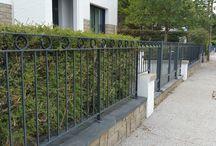REALISATIONS Portails et clôtures / Portails, portillons et clôtures. Classique en fer forgé ou plus moderne à l'aide de la découpe laser.