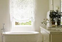 Romantyczne okna i wnętrza / Romantic windows and interiors / Tiule, tafty, koronki, blade róże i kwiaty. Zobacz co wybraliśmy, żeby Cię zainspirować do zaczarowania własnej sypialni czy salonu.