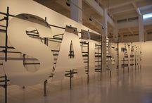 Monica Bonvicini / Exposición compuesta por una instalación a gran escala: Satisfy Me (2010), que está realizada con letras de aluminio.