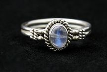 Moonstone Silver Jewellery / Purchase Moonstone Silver Jewellery from Mistry Gems at affordable prices.