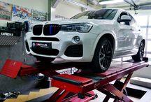 REALIZACJA: BMW X4 (F26) REMUS / Białe BMW X4 w wersji xDrive28i wyróżniało się białym lakierem oraz zestawem czarnych dodatków, jednak brakowało mu odpowiedniego brzmienia i sportowego designu tylnej części nadwozia. Najlepszym rozwiązaniem okazały się więc produkty firmy Remus.  Więcej informacji na naszym blogu: http://gransport.pl/blog/realizacja-bmw-x4-f26-remus/  Oficjalny Dealer Remus Polska GranSport - Luxury Tuning & Concierge http://gransport.pl/index.php/remus.html