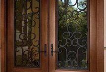 porta madeira duas folhas com ferro e vidros