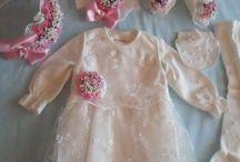 Anne/Bebek  Tasarımları / İstediğiniz renk ve modelde lohusa terliği ve tacı, bebek mevlüt setleri, hastane çıkışları, patik ve bandanalar tasarlanır.
