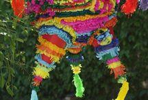 P I Ñ A T A S / Son estructuras creadas con la técnica de cartapesta, cubiertas posteriormente con papel de seda  y accesorios. Se rellenan con dulces, papel picado, y sorpresas. Se utilizan para decorar eventos infantiles y para fiestas temáticas de todo tipo.