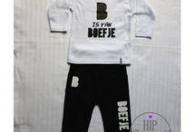 Baby Pakjes / Babypakjes met de door Hip Gepimpt ontworpen opdrukken. Een eigen ontwerp maken met keuzen uit een van de 4 Hip Gepimpt Lettertypes