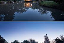 Dieses Kleine Gebäude Neben Einem Teich Wurde Entwickelt, Um Als Ein Yoga-Studio Und Heim-Büro Verwendet Werden