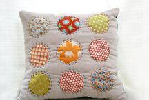 Cojines almohadas y otros