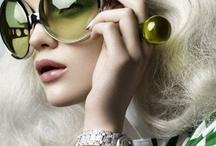 Gafas de sol / Unas gafas de sol son unas gafas a menudo coloreadas u oscurecidas para proteger a los ojos de la luz directa y molesta.  - Wiki