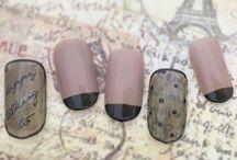 nailart ネイルアート / by Nail Labo(バイネイルラボ)は プロネイリスト御用達メーカーから生まれたジェルネイルブランドです。 私たちは日々、 爪へのケア・塗りやすさ・先端トレンド色・発色などを研究開発しています。 もっと広くみなさんに、サロンクオリティのジェルをお届けしたい! 洋服のように、ネイルもオシャレに楽しんでもらいたい! そこで 「爪を削らない」「マニュキュアタイプで楽チン」「キレイで長持ち」 な新ブランドを作りました。 今日からby Nail Laboで指先のオシャレを楽しんでください。