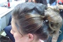 Perfeccionamiento de peinados de fiesta / alumnas realizando peinados con modelos