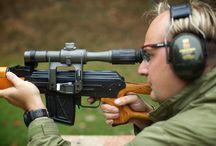Armádní střelba Milovice / Hrajete na počítači akční hry a nestačí vám pouze virtuální realita? Toužíte zažít střelbu z opravdické M16, AK47, revolveru nebo odstřelovací pušky? Jde to a je to jen na vás. Vyberte si z našich programů a vyzkoušejte sílu nejznámějších zbraní. P.S. Za hordu nebo za Alianci? :-)  http://www.impresio.eu/zazitek/armadni-strelba