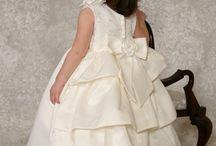 De allerkleinste bruidsmeisjes / Er zijn prachtige jurken, ook voor de allerkleinste bruidsmeisjes