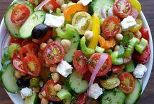 Salades/lunchgerechten / Salade met komkommer,tomaat, feta