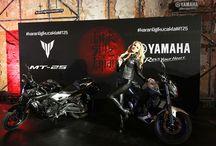 MT-25 Lansmanı / Yamaha Motor Türkiye, takipçilerinin merakla beklediği MT-25 için sıradışı bir tanıtıma ev sahipliği yaptı! Japonya'nın arka sokaklarındaki yaşamdan etkilenerek tasarlanan MT-25'in Beykoz Kundura Fabrikası'nda gerçekleşen organizasyonunda Hayko Cepkin sahne alırken, dünyaca ünlü motosiklet akrobatı Stunter13 ise nefes kesen bir şova imza attı...