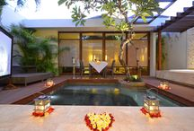 Private Romantic Dinner / We have a perfect solution to banish those Midweek-Blues. Indulge in Romantic Dinner in the villa with a lovely bouquet of flower from your significant other on hand..  http://www.theamala.com/