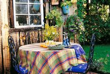 Backyard Cafe / We can't think of a more lovely way to start the day than enjoying that morning cuppa in our favourite garden spot. We love the idea of a backyard cafe so here's a little inspiration to get you on your way...